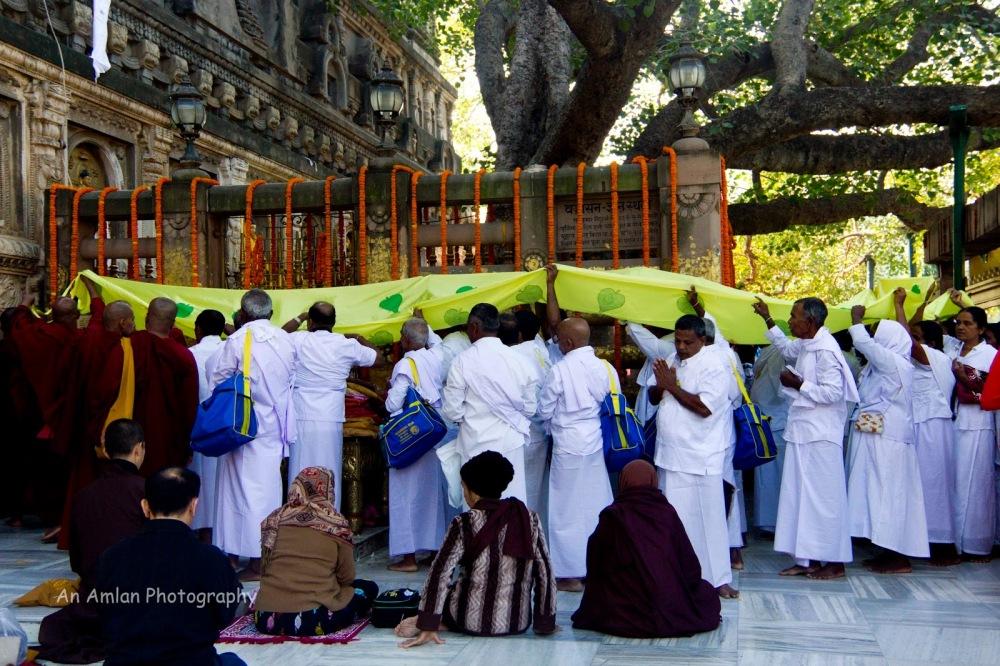 e5a8d-img_5474-devotees2bat2bancient2brailing