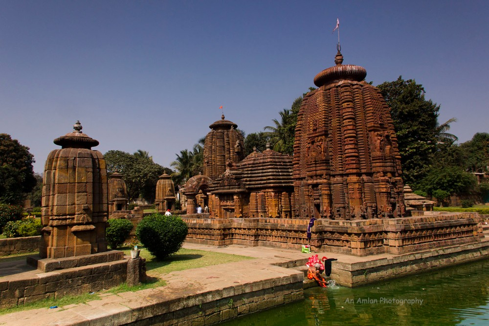 7b1d6-mukteswar2btemple2bfrom2beast2bwith2bpond
